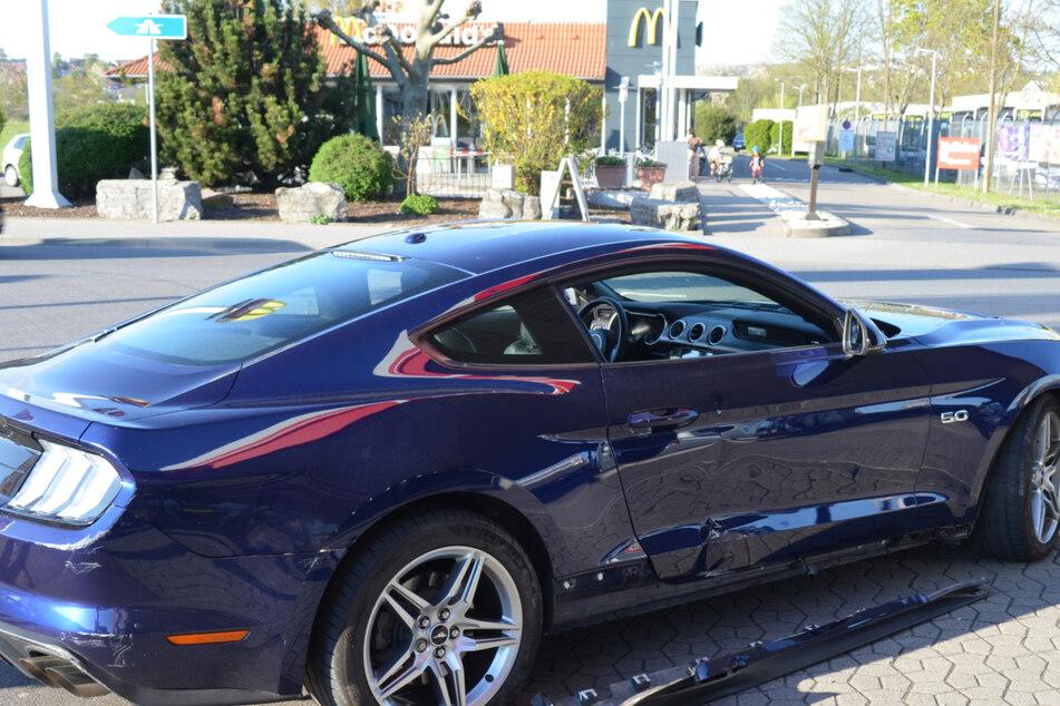 Ein Blick auf den Schaden des Sportwagens der Marke Ford Mustang.