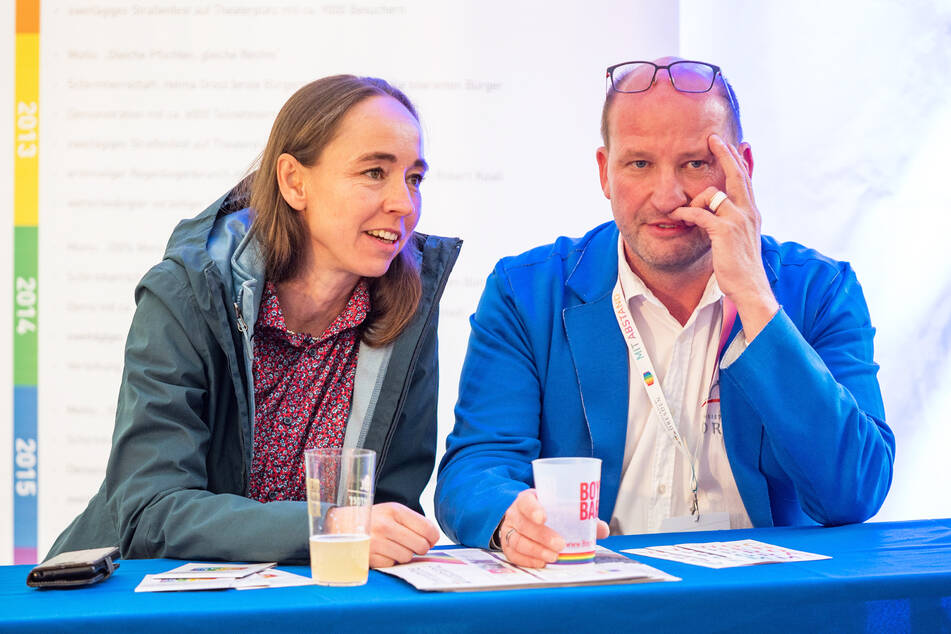 Sozialbürgermeisterin Kristin Kaufmann (45, Linke) im Gespräch mit Organisator Ronald Zenker (48).