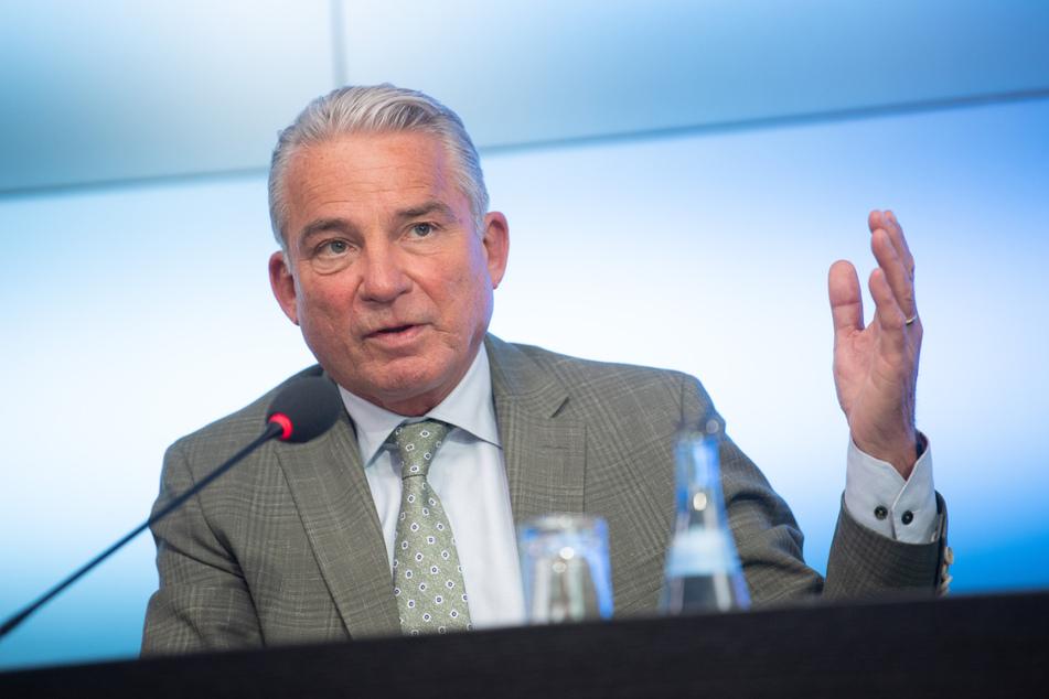 Innenminister Thomas Strobl (61, CDU) will sich gemeinsam mit der baden-württembergischen Umweltministerin überlegen, wie man das Land besser vor Hochwasser schützen kann.