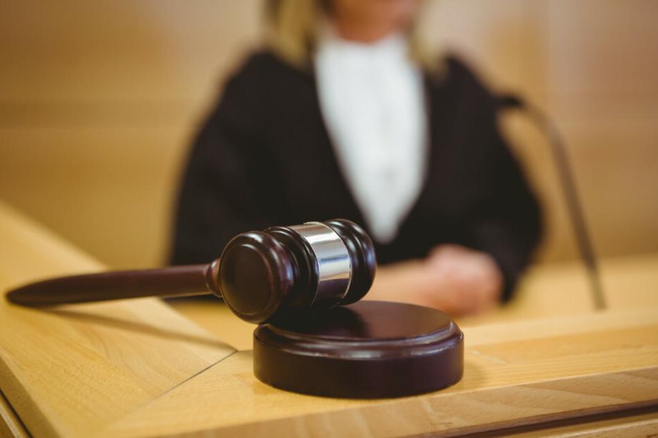 Ab Donnerstag muss sich ein 37-Jähriger wegen Mordes an seiner Lebensgefährtin vor dem Berliner Landgericht verantworten. (Symbolfoto)