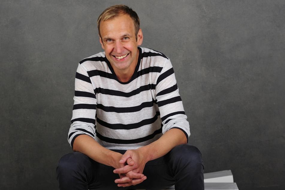 """Torsten Knippertz (50) ist nicht nur Stadionsprecher und Moderator, sondern auch Schauspieler. Bei """"Unter uns"""" gibt er ab dem 20. Mai sein Debüt."""