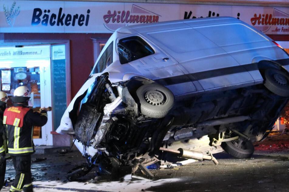 Amok-Fahrer macht Jagd auf fahrende Autos und Polizei: Zwei Schwerverletzte!