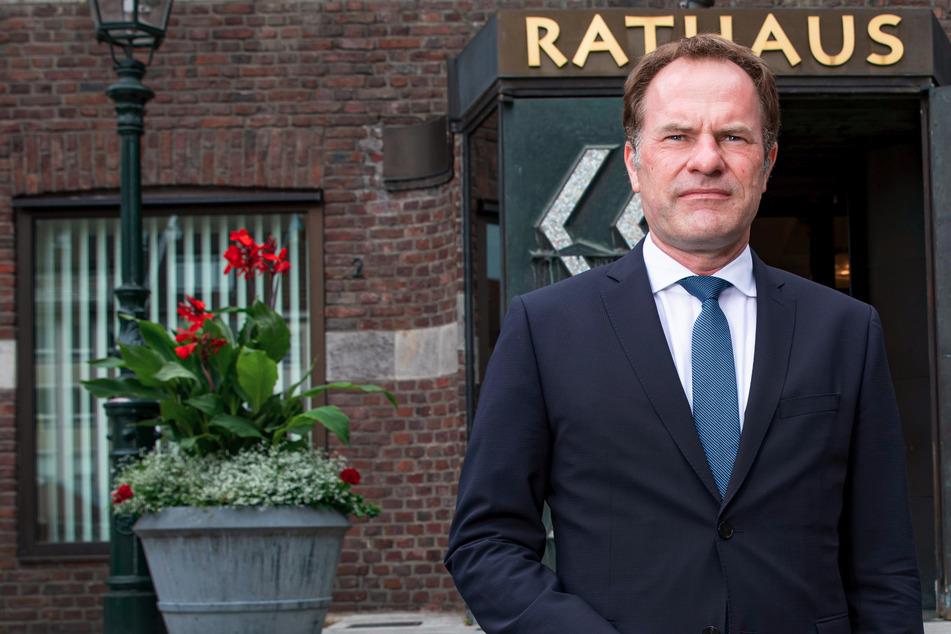 """Der Düsseldorfer Oberbürgermeister Stephan Keller (51, CDU) will dafür sorgen, dass die Altstadt sauberer und """"stressfreier"""" wird."""