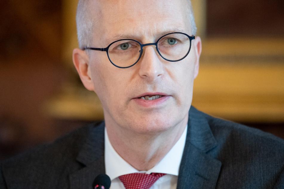 Peter Tschentscher (SPD), Erster Bürgermeister von Hamburg, informiert auf einer Landespressekonferenz im Rathaus über die aktuelle Lage im Zusammenhang mit dem Corona-Virus.