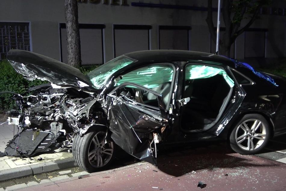 Bei dem Unfall wurde der Motorblock aus dem Fahrzeug geschleudert.
