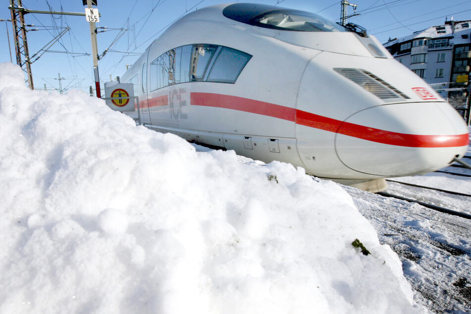 Bereits am Samstag waren Einschränkungen wegen des starken Schneefalls angekündigt worden. (Symbolbild)