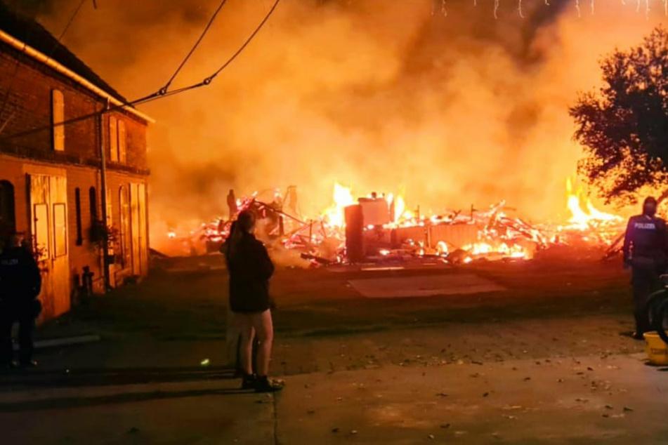 Scheunenbrand löst Großeinsatz der Feuerwehr aus