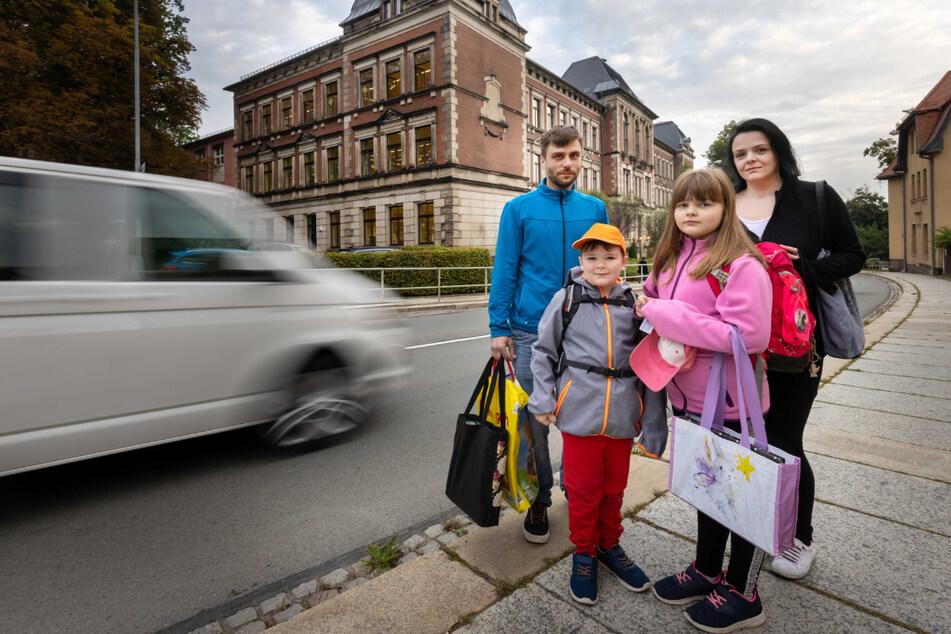 Tobias (32) und Catherine Trummer (32) wünschen sich mehr Sicherheit für ihre Kinder Milo (7) und Chayenne (9).