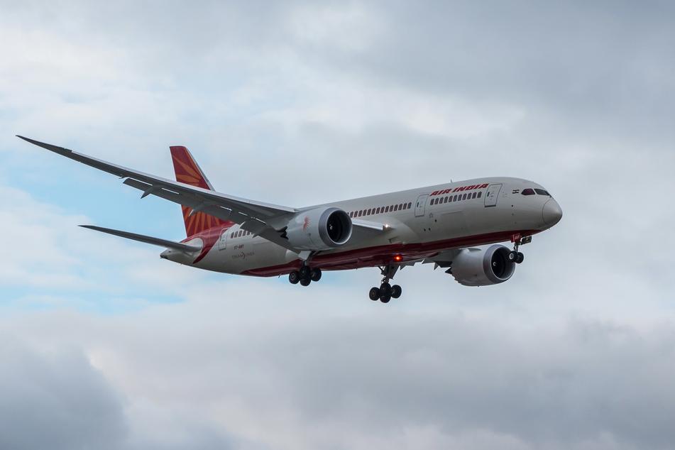 """Eine halbe Stunde nach ihrem Start musste eine Maschine der """"Air India"""" wegen eines Notfalls wieder umdrehen. (Symbolbild)"""