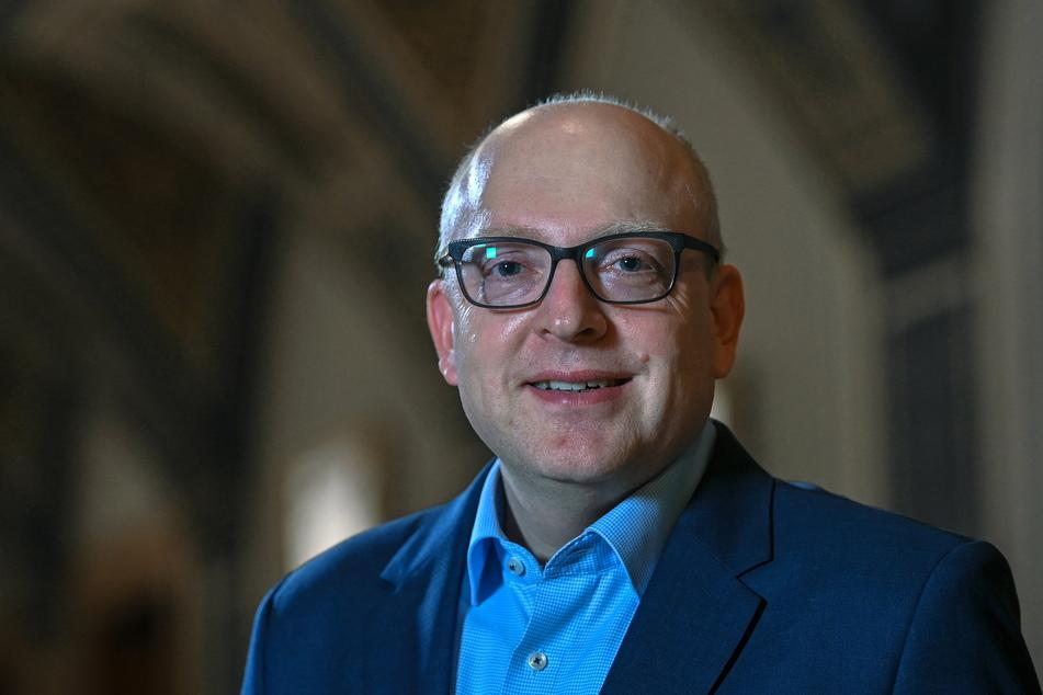 Oberbürgermeister Sven Schulze (49, SPD) freut sich über das neue Mega-Impfzentrum.