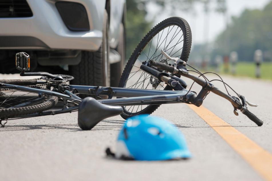 Einfach übersehen: Mädchen (12) auf Fahrrad von Auto erfasst