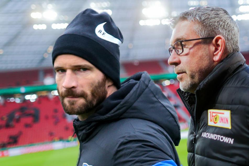 Teammanager Arne Friedrich von Hertha BSC (l) und Union Berlin-Trainer Urs Fischer stehen auf dem Spielfeld. (Bildmontage)