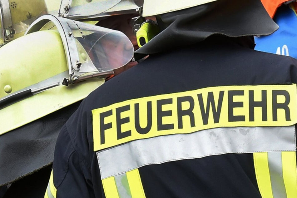 Nach dem Brand in Bayern hat das Amtsgericht Strafbefehl gegen einen ehrenamtlichen Feuerwehrmann erlassen. (Symbolbild)