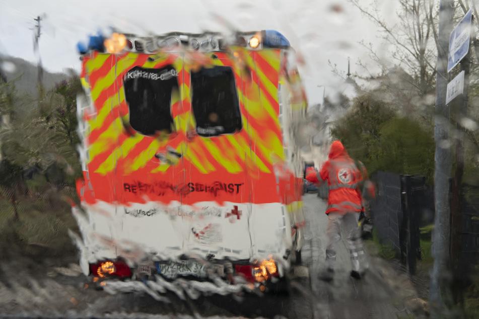 Der Mann starb noch an der Unfallstelle, die Frau kam ins Krankenhaus (Symbolbild).