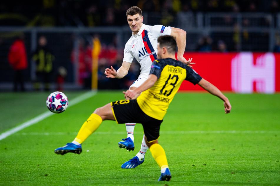 Hier Gegenspieler, in wenigen Tagen offenbar Teamkollegen: PSG-Star Thomas Meunier (hinten) im Champions-League-Achtelfinalhinspiel im Duell mit Dortmunds Raphael Guerreiro.