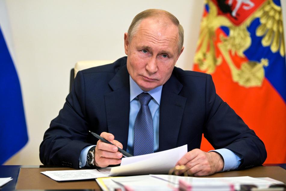 Wladimir Putin (69) hat angesichts der steigenden Zahl von Corona-Infektionen und Todesfällen angeordnet, dass viele russische Arbeitnehmer ab Monatsende eine Woche lang nicht zur Arbeit gehen sollen.