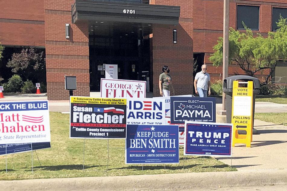 Sogar vor den Wahllokalen wird noch geballt Werbung für die Wahl gemacht.
