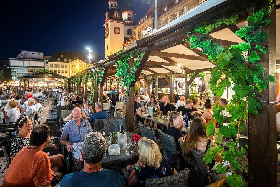 Gut besucht und auch sonst ausgebucht: Das wegen der Pandemie und den damit verbundenen Auflagen stark reduzierte Weindorf ist sehr beliebt.