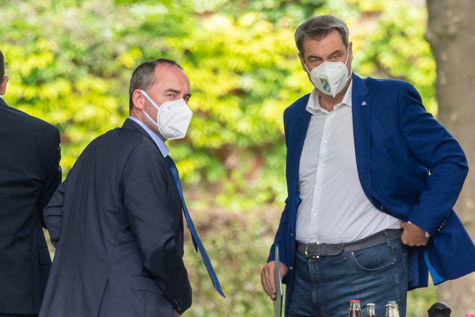 (Sch)impfen oder nicht? Hubert Aiwanger (l., 50) und Markus Söder (54) sollen laut Opposition ihren Streit beilegen.