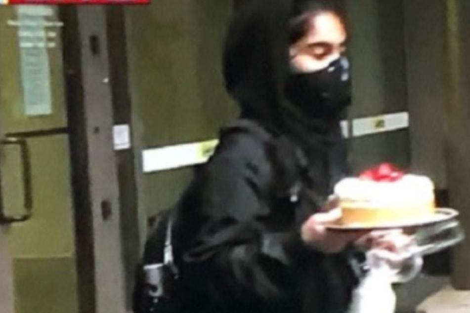 Inmitten gewaltsamer Proteste: Vermummte läuft mit Käsekuchen durch Seattle