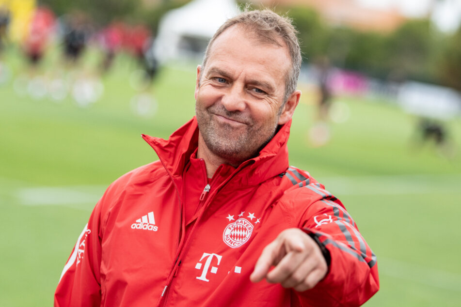 Hansi Flick (55) und der FC Bayern München wollen mit einem Triumph in der Champions League in Portugal das Triple perfekt machen.