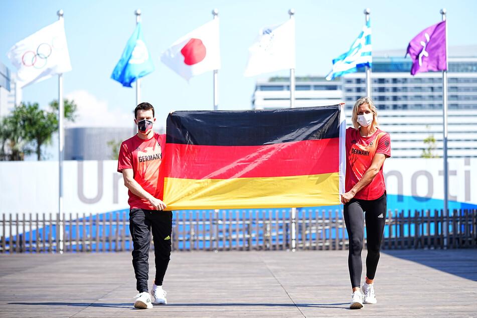 Laura Ludwig (35, r.) und Patrick Hausding (32) sind die Fahnenträger des Deutschen Teams in Olympia.