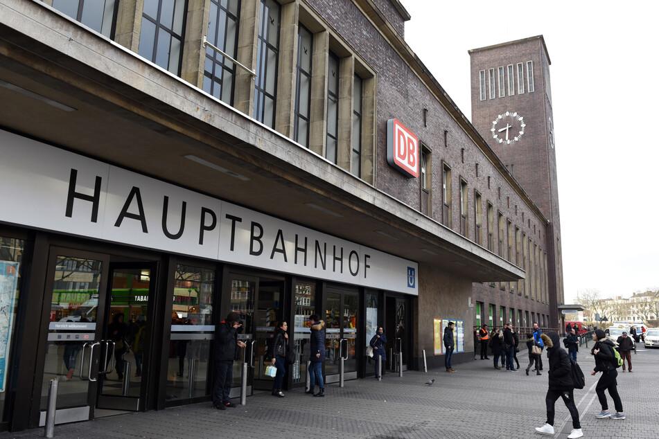 Ehrlicher Finder macht Frau in Düsseldorf glücklich