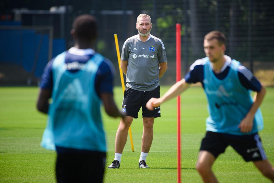 HSV-Coach Tim Walter (45, M.) hat beim Testspiel gegen Silkeborg IF gesehen, dass noch viel Arbeit vor ihm und seiner Mannschaft liegt. (Archivfoto)