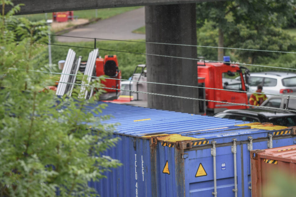 Mädchen springt auf Zugwaggon und stirbt nach Stromschlag an Oberleitung