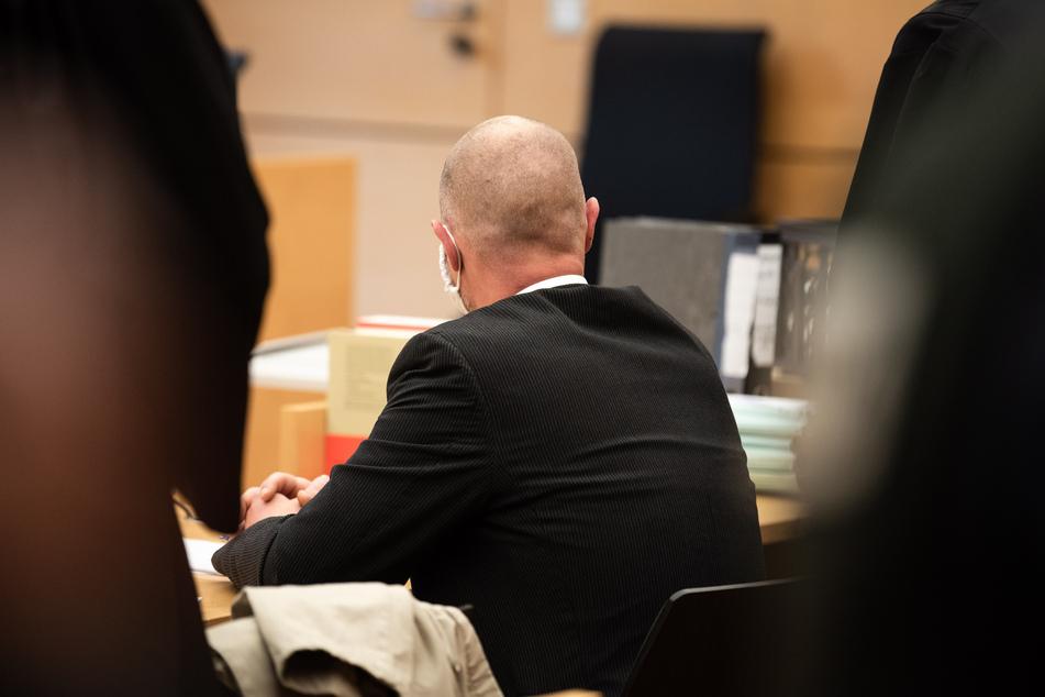 Nutzte Polizist die Krebserkrankung eines Mannes schamlos aus?