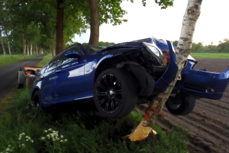 An dem Fahrzeug entstand ein Totalschaden.