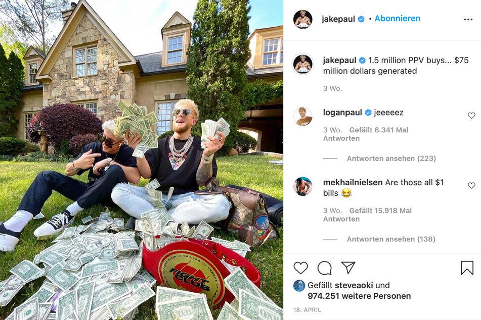 Jake Paul (24, r.) mit Influencer Jon Marianek (22) und einem Haufen 1-US-Dollar-Noten.