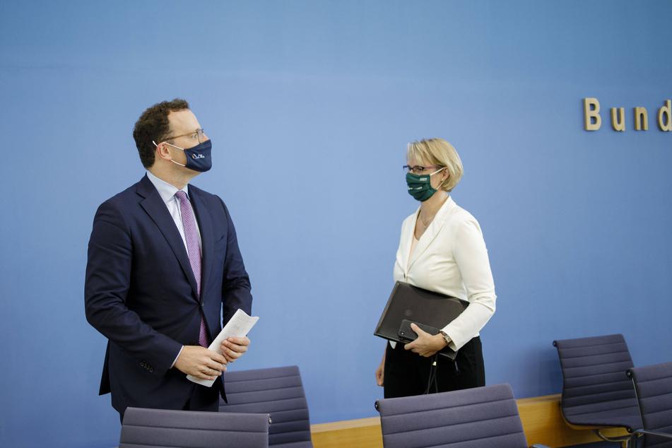 Eine Petition von Long-Covid-Betroffenen fordert mehr Unterstützung von Bundesgesundheitsminister Jens Spahn (40, CDU) und der Bundesministerin für Bildung und Forschung Anja Karliczek (49, CDU).