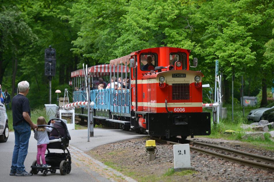 Die Parkeisenbahn fährt wieder durch den Küchwald.