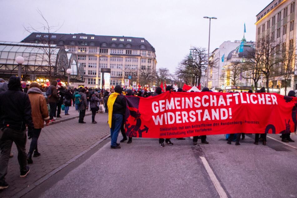 G20-Prozess: Hunderte Menschen demonstrieren in Hamburg!