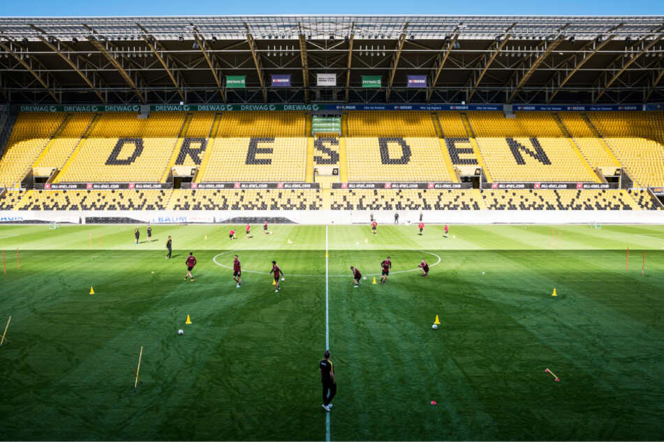 Abgeschottet im Harbig-Stadion: Die Dynamos konnten am Mittwoch erstmals wieder trainieren - natürlich unter Ausschluss der Öffentlichkeit und mit strengen Auflagen.