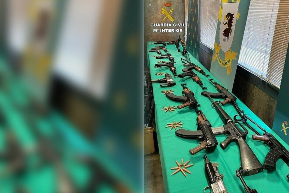 In dem Lager befanden sich auch etliche Sturmgewehre.