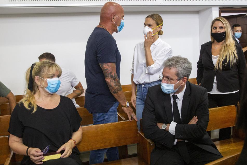 Model Bar Refaeli und Mutter vor Gericht verurteilt