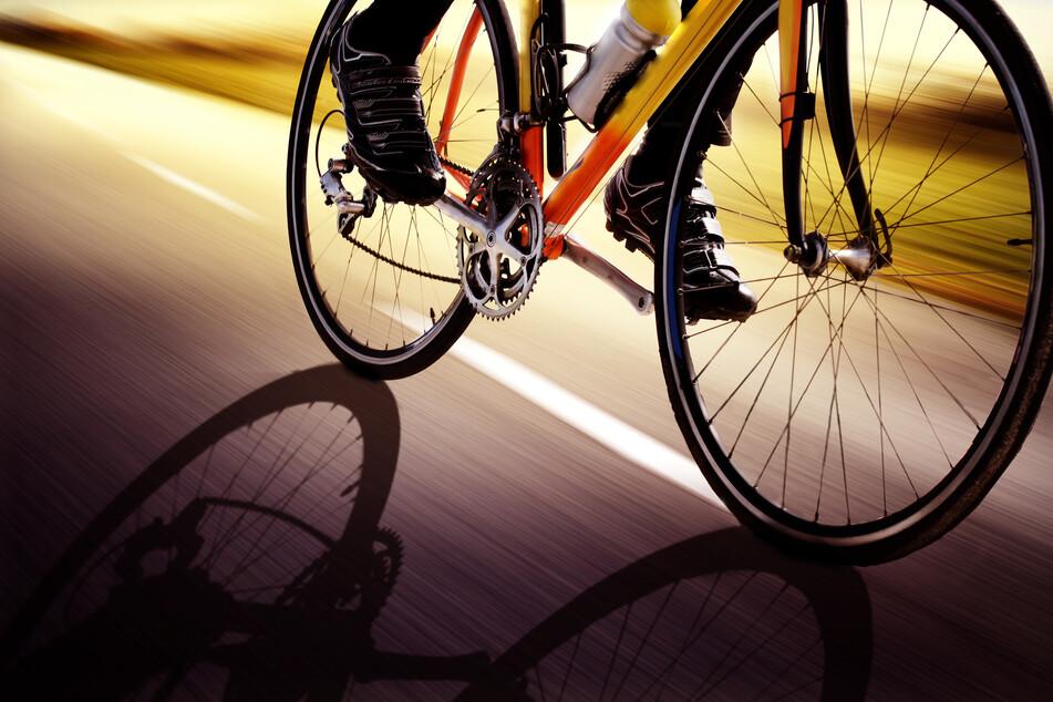 Am Sonntagnachmittag wurde ein Rennradfahrer bei einem Crash in Chemnitz schwer verletzt (Symbolbild).