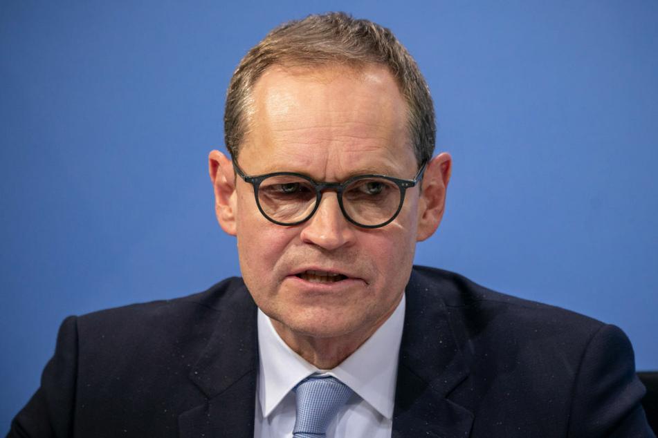 Nach Ansicht von Berlins Regierendem Bürgermeister Michael Müller (56, SPD) geht es in den Beschlüssen nicht mehr nur um Einschränkungen.