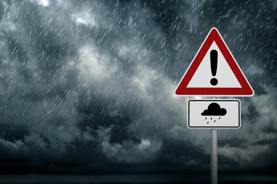 Der Mittwoch wird herbstlich mit Regen und Sturm. (Symbolbild)
