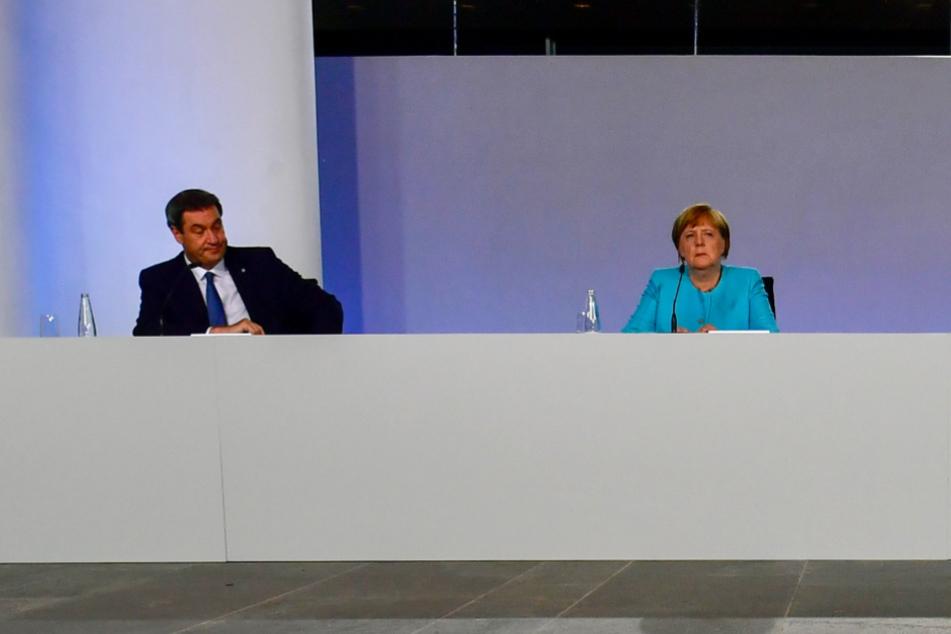 Markus Söder, Ministerpräsident von Bayern, und Bundeskanzlerin Angela Merkel (CDU) bei einer Pressekonferenz im Bundeskanzleramt.