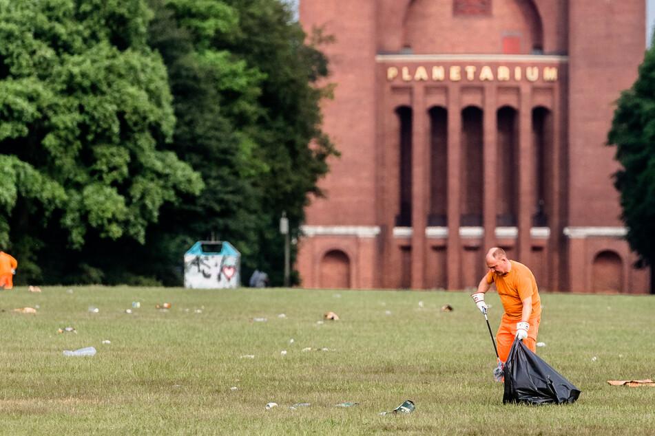 Hamburg: Künstliche Intelligenz soll es richten: Mit Reinigungsroboter gegen Kippen und Scherben in Parks