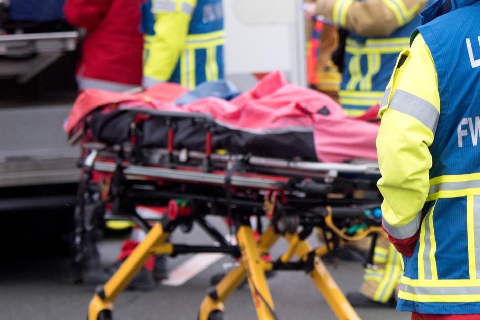 Tödlicher Crash: Frau kommt mit Hyundai auf Gegenspur, fährt frontal in Lkw