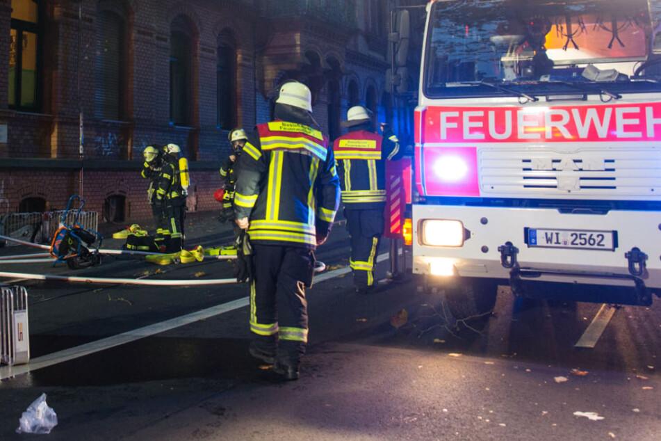 Insgesamt waren 45 Feuerwehrleute im Einsatz. Hinzu kamen Polizei und Rettungsdienst.