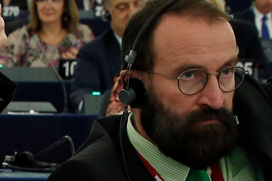 Gangbang trotz Corona: EU-Abgeordneter bei illegaler Sexorgie erwischt