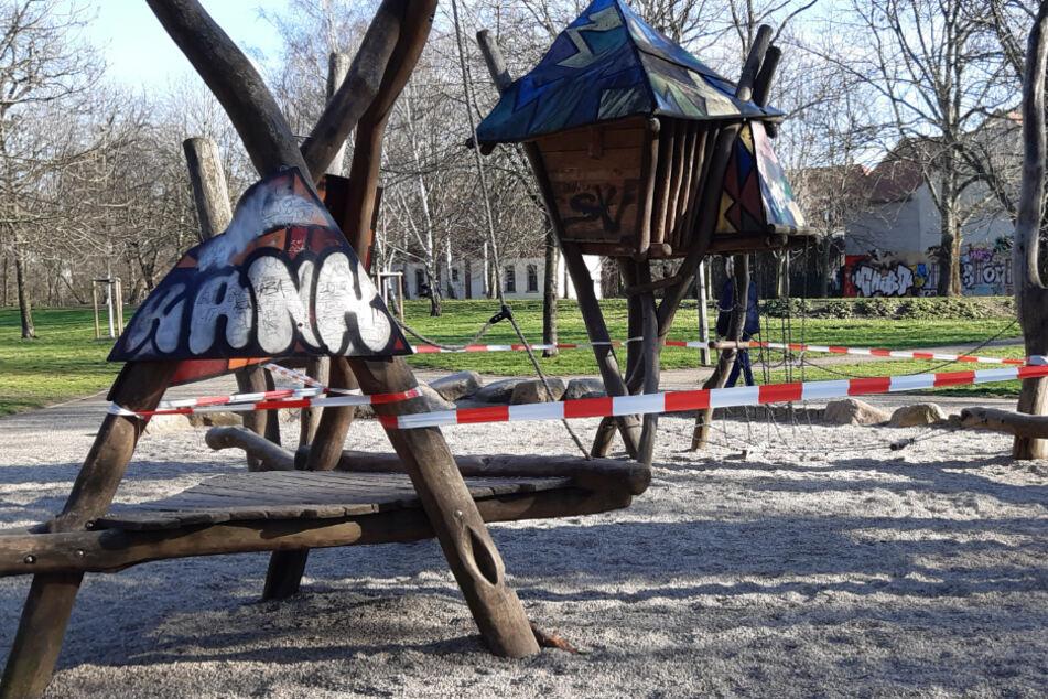 Viele Spielplätze, wie hier in Stötteritz, sind bereits mit Flatterband abgesperrt worden.