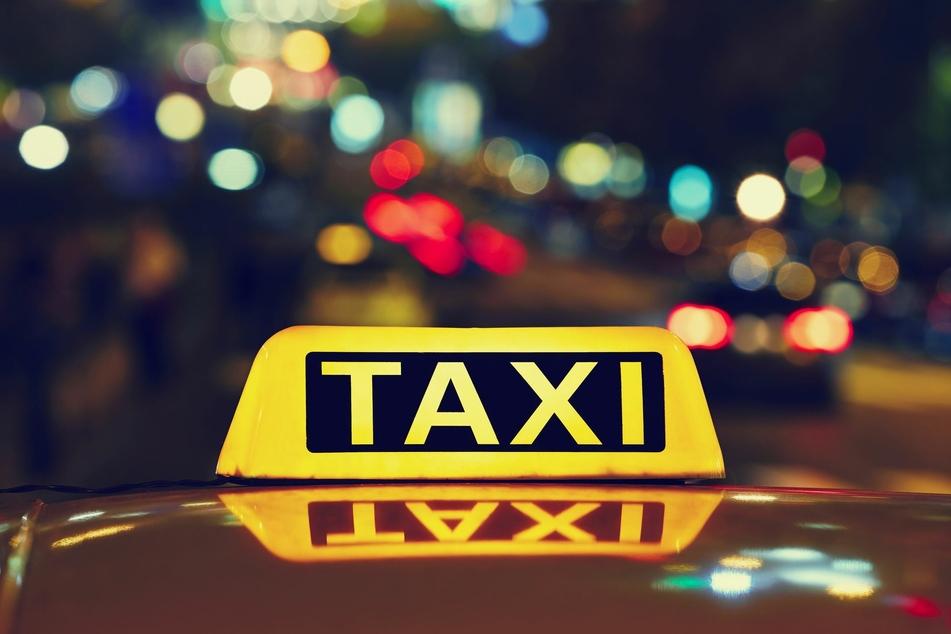 Ein Taxifahrer wurde am Mittwochabend in Leipzig Opfer einer Raubstraftat (Symbolbild).