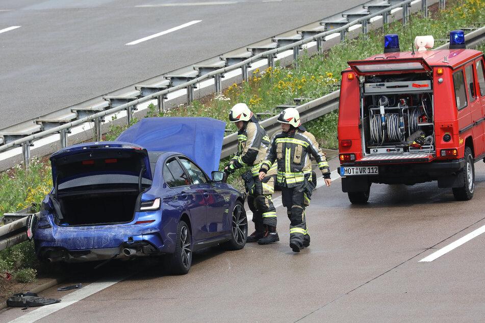 Ein BMW-Fahrer krachte am Mittwochnachmittag auf der A4 gegen eine Leitplanke.