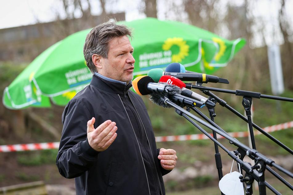 Robert Habeck (51) bildet gemeinsam mit Annalena Baerbock den Bundesvorsitz der Grünen und fordert für Deutschland eine vorausschauende Politik.